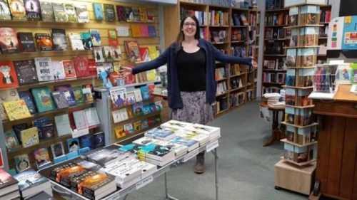 16 Dolarlık Satış Yapan Kitapçıya Müthiş Destek