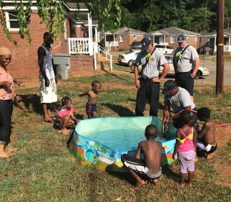 İtfaiye Çocukların Havuzunu Doldurdu