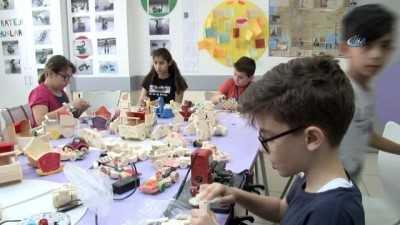 Miniklerden Suriyeli Yaşıtlarına Oyuncak