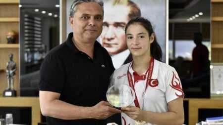 Türkiye Şampiyonu Güreşçi Büşra Efe