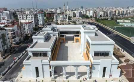 Antalya'da Türkan Şoray Kültür Merkezi Açılıyor
