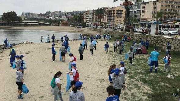 Gönüllü Gençler Çevre Temizliği Yaptı