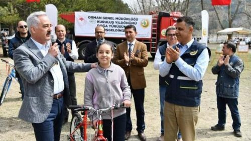 Yarışmada Kazandığı Bisikleti Arkadaşına Hediye Etti