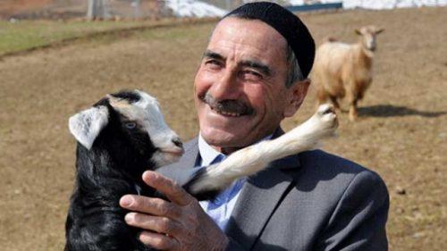 Çıkardığı İlginç Seslerle Koyunlarını Çağıran Bingöllü Çoban