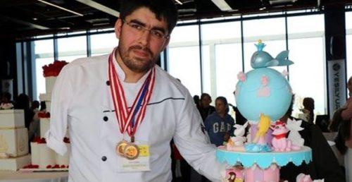 Tek Koluyla Yaptığı Pastalarla Üç Ödül Kazandı
