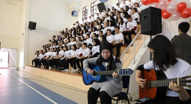 Elementleri Şarkı Söyleyerek Öğreniyorlar