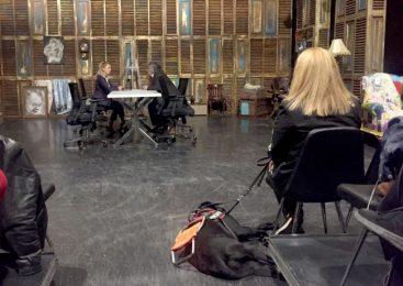 Rehber Köpekler Sahiplerine Tiyatroda Da Eşlik Edebilecek