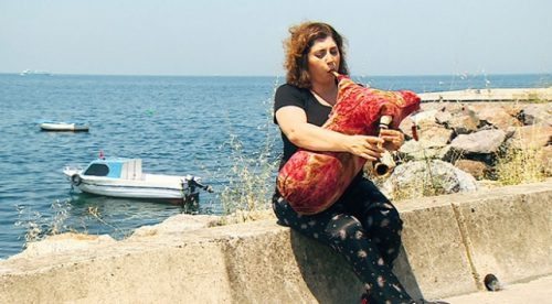 İşte Türkiye'nin İlk Kadın Tulum Sanatçısı