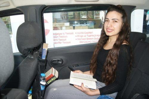 Takside Müşterilerine Kütüphane Hizmeti Sunuyor