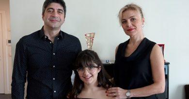 12 Yaşındaki Piyanist İdil Atlıer Yeni Ödüller Peşinde