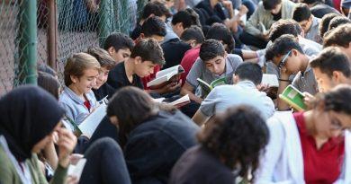 Antalya'da 650 Öğrenci Aynı Anda Kitap Okudu