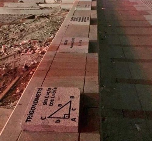 Ankara'nın Matematik Ve Fizik Formüllü Kaldırım Taşları