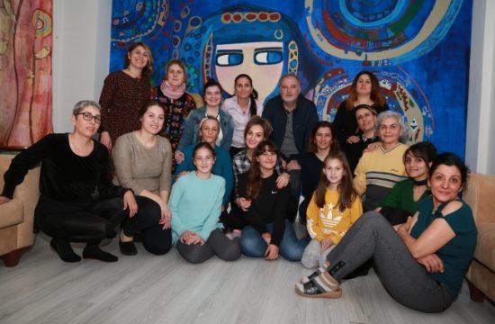 Artvinli Kadın Tiyatroculardan Sokak Hayvanlarına Yardım