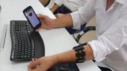 """Epilepsi Hastaları İçin """"Akıllı Bileklik"""" Geliştirildi: 180 Saniye Öncesine Kadar Uyarıyor"""